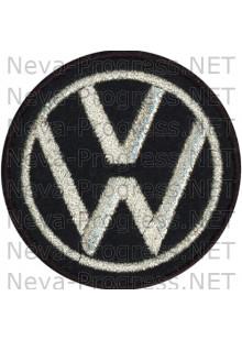 Шеврон в салон автомобиля ФОЛЬЦВАГЕН (VOLKSWAGEN) круг диаметр 60 мм. (черный фон, черный кант, метанить)
