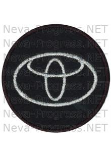 Шеврон в салон автомобиля ТОЙОТА (TOYOTA) круг диаметр 60 мм. (черный фон, черный кант, метанить)